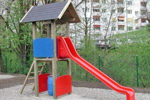 kinder-spielturm-rutsche-holz-heckele