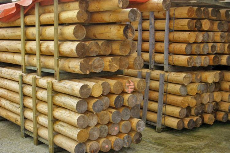 laerchen-rundholz-natur-holz-heckele
