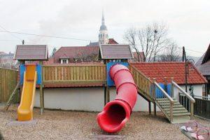spielplatz-rutschturm-kombi-bruecke-wackeltreppe-holz-heckele