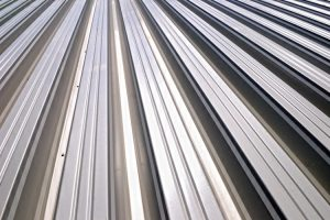 trapezblech-aluminium-dach-holz-heckele
