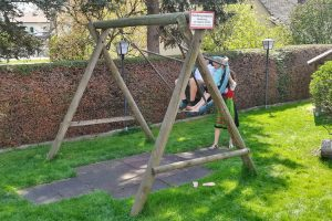 vogelnestschaukel-kinderspielplatz-fallschutzmatten-holz-heckele